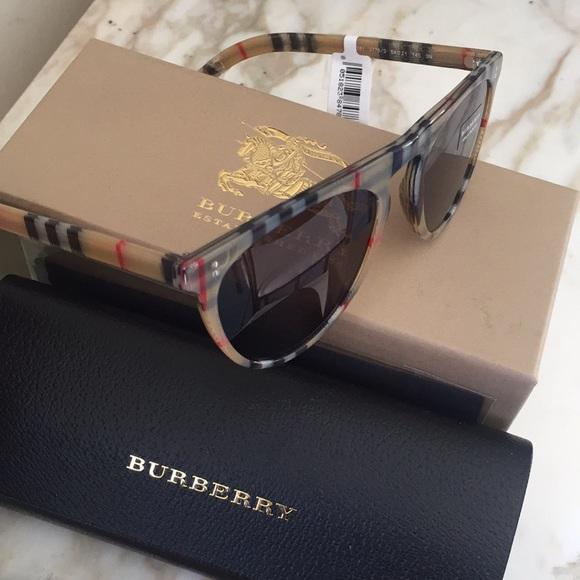 f469d6544de9 ❤️Burberry Unisex Sunglasses Nova Check Plaid Auth